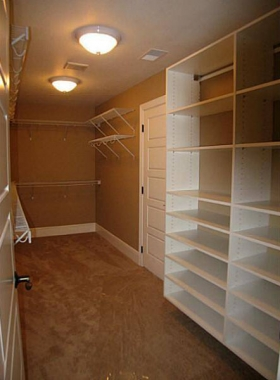 Fairacres Model Walk-in Closet